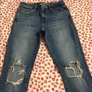 levi's ripped jeans